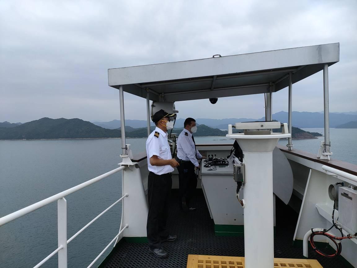 坚守深圳引航一线,确保双节假期船舶平安