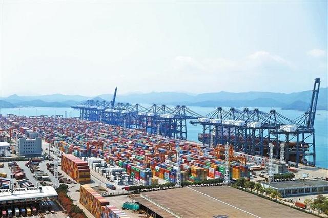 盐田港区的全面恢复对国际贸易和全球供应链的正常运作起到了重要稳定作用。.jpg